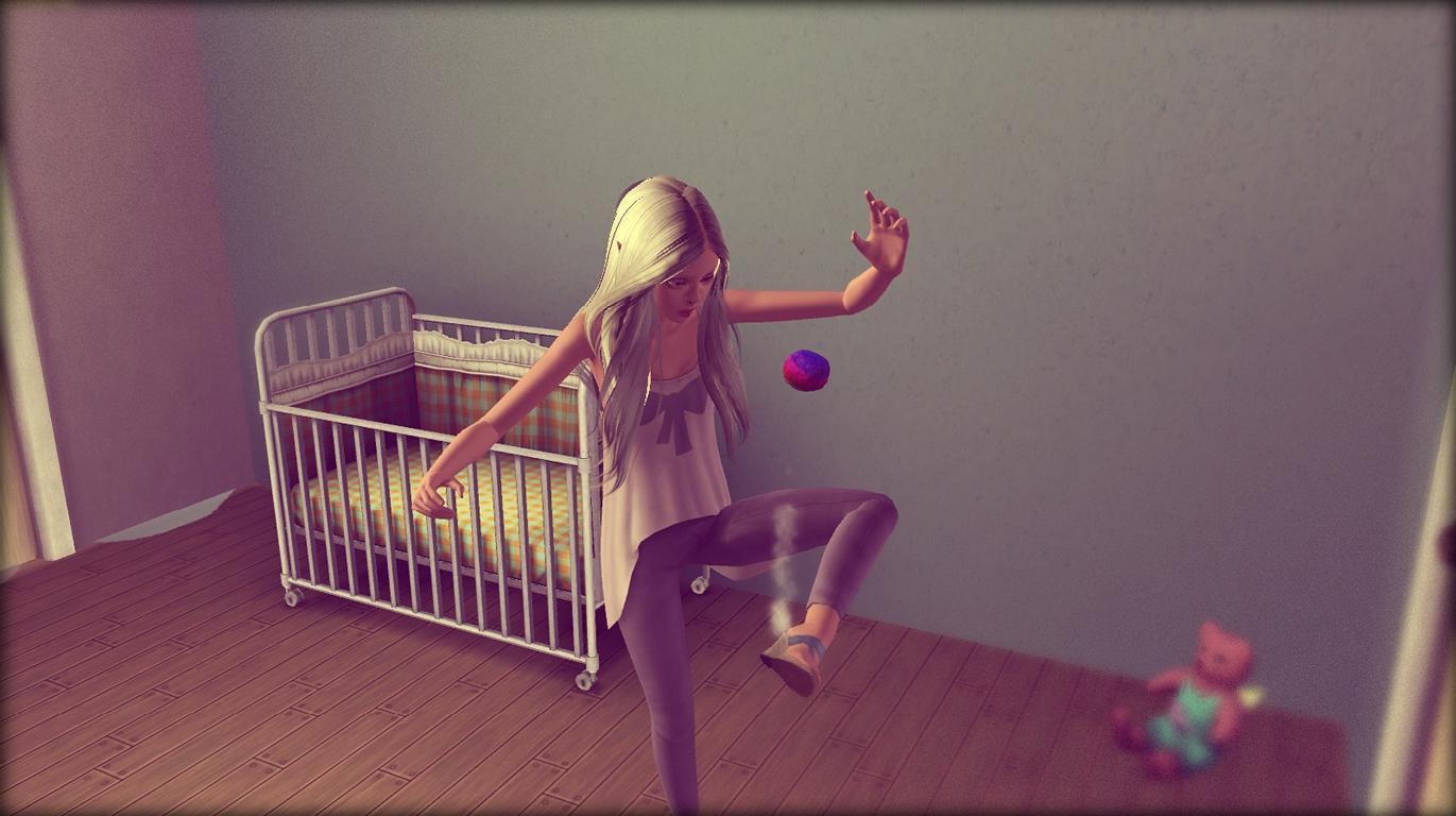 Anna spielt mit einem Ball
